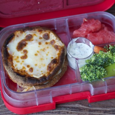 Pita Pizza Bento by bunchesolunches.com