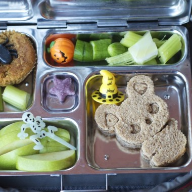Witchy Hamster Bento from bunchesolunches.com