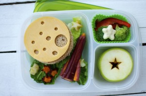 Shoestring Bento: The Moon from bunchesolunches.com
