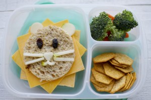 Shoestring Bento: Lion from bunchesolunches.com