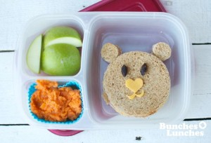 Shoestring Bento Bear from bunchesolunches.com