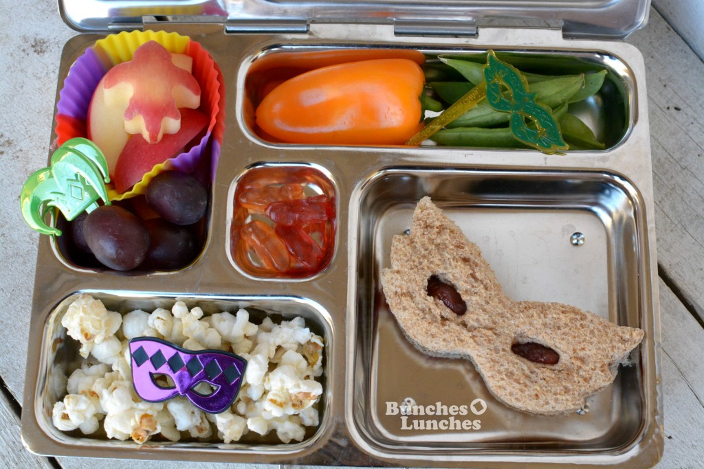 Mardi Gras Lunch from bunchesolunches.com